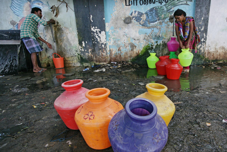 Ponto de distribuição de água em Chennai (28/06/2019).