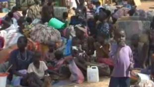 A l'intérieur du camp de Dzaipi, les femmes et les enfants constituent plus de 90% des réfugiés selon les humanitaires.