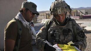 Trung sĩ Robert Bales (Phải)  được coi là thủ phạm duy nhất trong vụ xả súng giết hại thường dân tại Kandahar- Afghanistan .