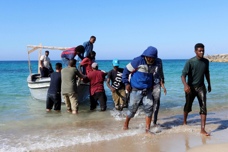 Wakimbizi kutoka Libya wakikimbilia eneo la fukwe za Libya kutafuta hifadhi kwenye mataifa ya Ulaya
