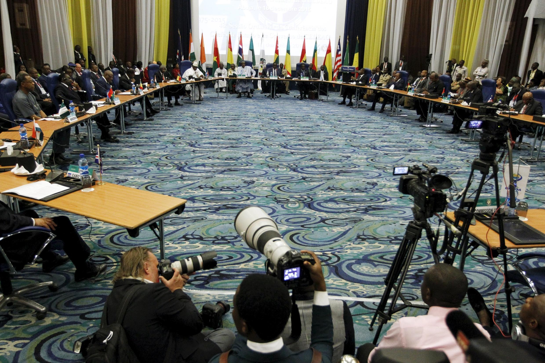 Doze partidos sem assento parlamentar Partidos pedem à CEDEAO para sancionarem líderes do PAIGC