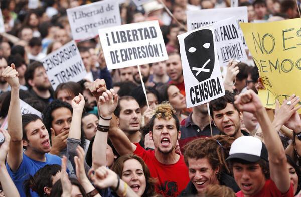 Madrid : continúan las protestas y asambleas de barrio de los 'indignados' españoles