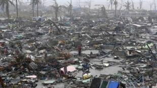 Город Такоблан (Филиппины) был полностью стерт с лица Земли тайфуном Хайян.