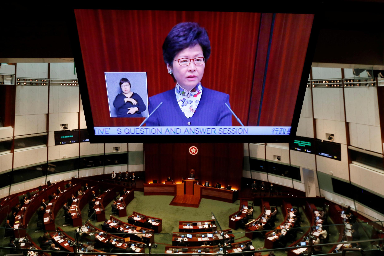 香港新任特首2017年7月5日首次出席立法会问答会。