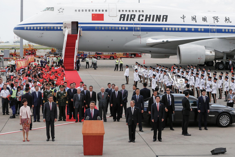 Le président chinois Xi Jinping s'exprime dès son arrivée sur l'aéroport de Hong Kong, le 29 juin 2017.