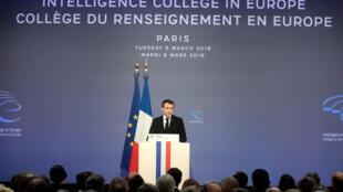 Le président français Emmanuel Macron lors de son discours de clôture du premier collège du renseignement qui s'est tenu à Paris le 5 mars 2019.