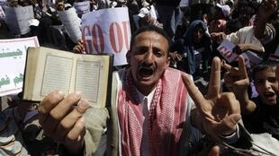 Tens of thousands of supporters and opponents of President Ali Abdullah Saleh held rival demonstrations in Sanaa