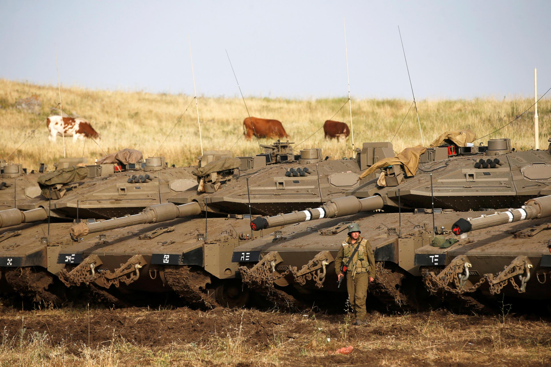 Quân đội Israel trấn giữ vùng chiếm đóng trên cao nguyên Golan giáp với biên giới Syria.