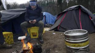 Photo prise dans un camp de migrants à Calais, le 15 janvier 2019 (image d'illustration).