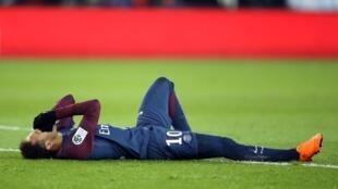 Ligue 1 - Paris St Germain vs Olympique de Marseille - Parc des Princes, Paris, France - February 25, 2018 Paris Saint-Germain's Neymar lies on the pitch after sustaining an injury