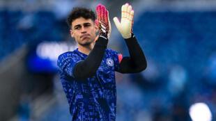 Kepa Arrizabalaga aplaude durante el calentamiento previo a la final de la Liga de Campeones disputada entre el Chelsea y el Manchester City el 29 de mayo de 2021 en la ciudad portuguesa de Oporto