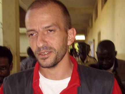 Eric Breteau, le président de l'Arche de Zoé, à sa sortie de l'audience de la Cour criminelle de Ndjamena, le 13 décembre 2007.