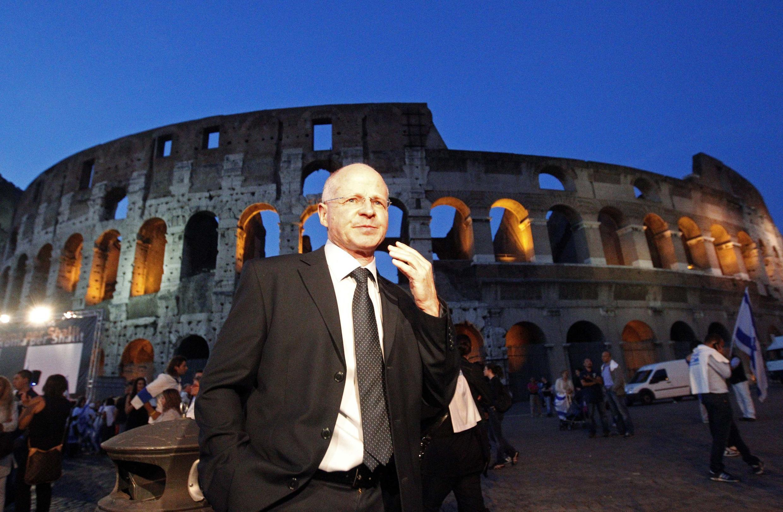 Отец Гилада Шалита на митинге в Риме 24 июня 2010 г.