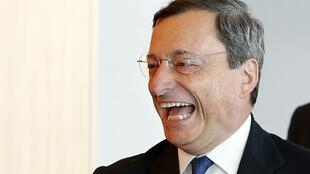 "Mario Draghi, presidente do Banco Central Europeu, anunciou estar disposto a tomar ""medidas excepcionais"" para salvar o euro."