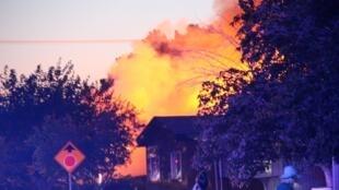 Дом в городе Риджкрест (Калифорния), загоревшийся после землетрясения