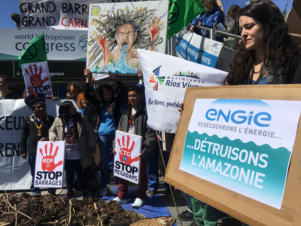 O Congresso Mundial de Hidroeletricidade, organizado em Paris, foi palco de protesto de ambientalistas contra barragens.