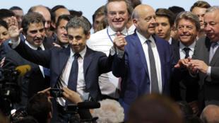 L'ancien président Nicolas Sarkozy et l'ancien Premier ministre Alain Juppé, le 30 mai 2015 à paris pour le congrès fondateur du parti Les Républicains.