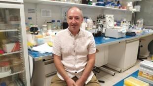 Bruno Canard dans son laboratoire.