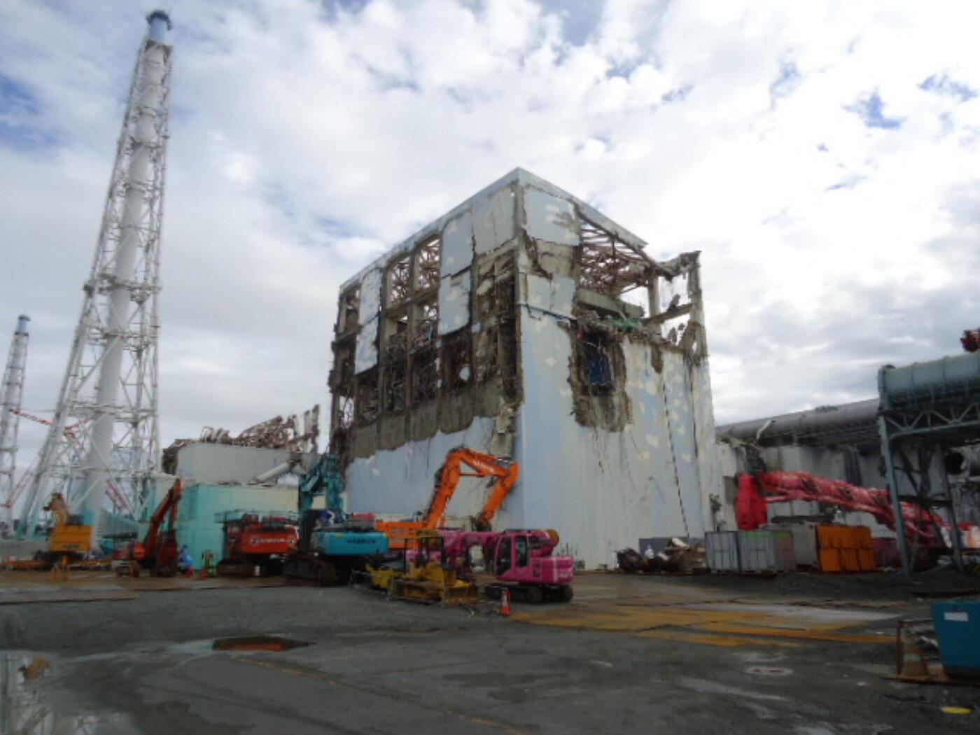 Vue du réacteur n° 4 de la centrale de Fukushima le 22 septembre 2011.