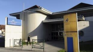 O Centro Hospitalar de Orthez (Pirineus Atlânticos) foi acusado nesta quarta-feira (7) de homicídio culposo após a morte de uma mulher durante uma cesariana.