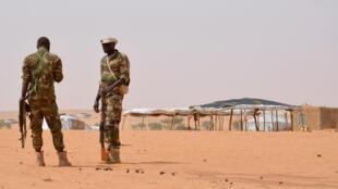 Deux soldats nigérians (photo d'illustration).