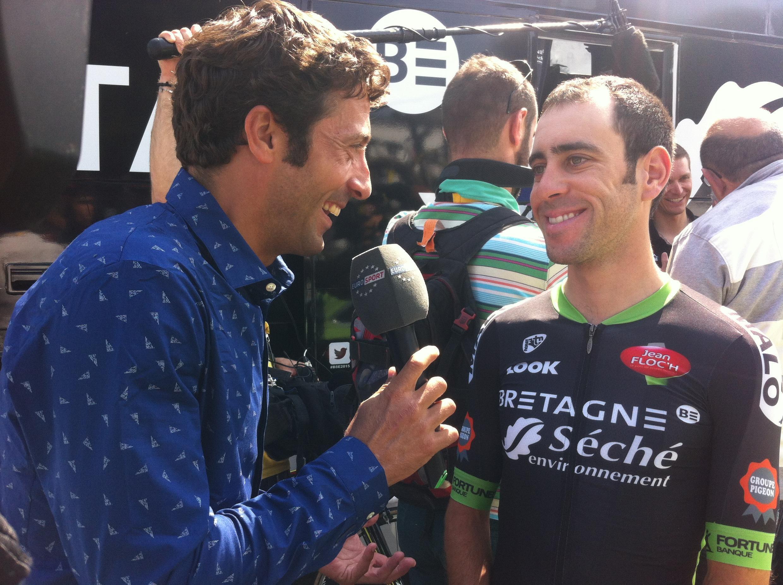 Eduardo Sepulveda répond aux question de l'Argentin Juan Antonio Flecha, ancien coueur cycliste.
