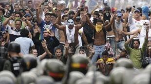 Hàng nghìn người Venezuela xuống đường phản đối ông Maduro, Caracas, 15/04/2013.