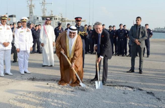 فیلیپ هاموند و خالد بن احمد آلخلیفه، وزرای امورخارجه بریتانیا و بحرین