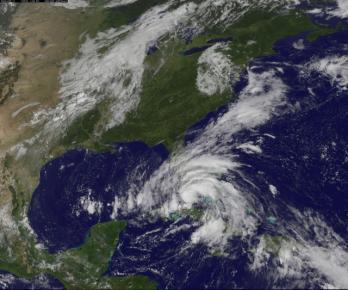 Ảnh vệ tinh bão Isaac đang thổi về Florida.