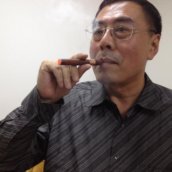 Ông Hàn Lực (Hon Lik), người phát minh ra thuốc lá điện tử (RFI/Stéphane Lagarde)