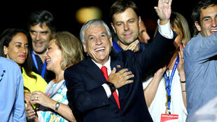 Ứng cử viên Sebastian Pinera đón mừng chiến thắng trong cuộc bầu cử tổng thống ngày 17/12/2017 tại Santiago, Chilê.
