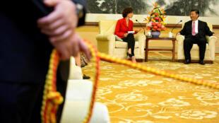 中国国家主席习近平与联合国教科文组织总干事阿祖莱资料图片