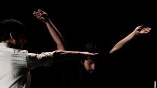 """Danza 220v"" se presentó en varios escenarios de la capital francesa."