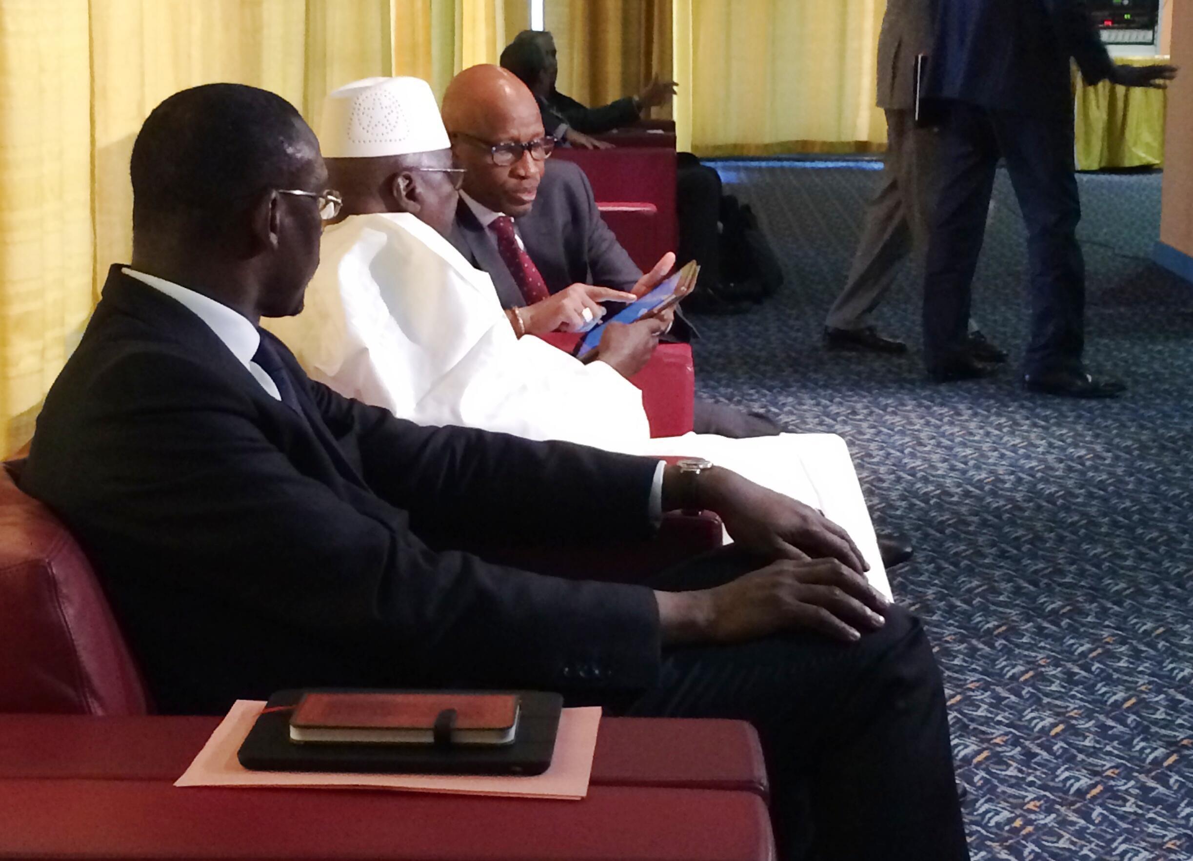 Au premier plan, le ministre malien des Affaires étrangères, Abdoulaye Diop, au deuxième plan, l'envoyé spécial du président IBK, et l'ambassadeur du Mali à Alger, lors de la 4ème session de discussions de paix.