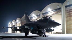 Un Rafale de l'armée française s'apprête à décoller pour réaliser des frappes en Syrie, le 9 octobre 2015.