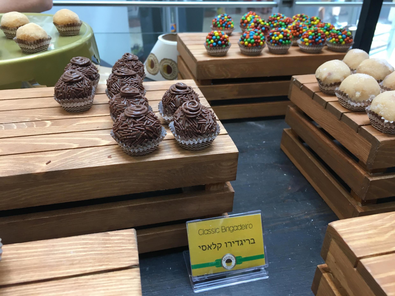 """Sucesso da """"Brigaderia"""" levou a empresária Meire Nussbacher a abrir um café em Raanana, no norte de Tel Aviv."""