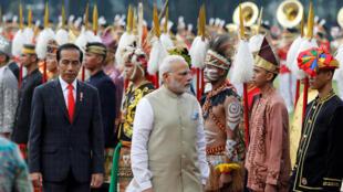 Tổng thống Indonesia Joko Widodo (T) tiếp đón thủ tướng Ấn Độ Narendra Modi (P) tại Jakarta, ngày 30/05/2018.