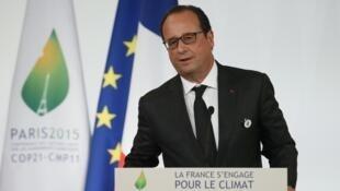 法国总统奥朗德为巴黎气候峰会做准备  2015年9月10日