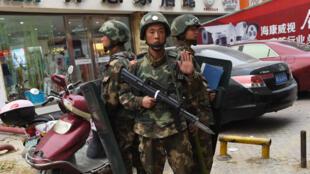 Avril 2015 : police paramilitaire chinoise dans la province du Xinjiang.