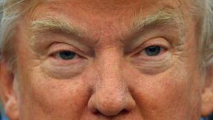 Cặp mắt của tổng thống Mỹ Donald Trump