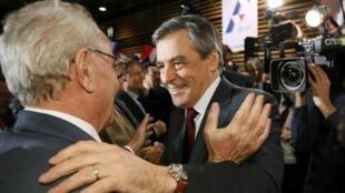 По предварительным данным, Франсуа Фийон стал кандилатом в президенты Франции от правых