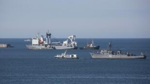 Российские корабли блокируют вход в бухту Севастополя 05/03/2014 (архив)