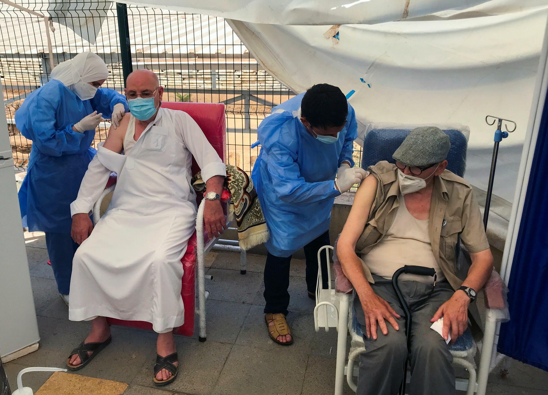 7月9日阿爾及爾接種新冠疫苗的民眾