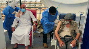 7月9日阿尔及尔接种新冠疫苗的民众