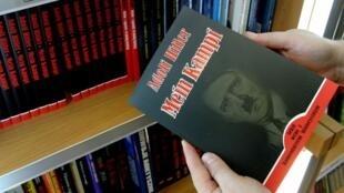 """Reedição do livro racista """"Mein Kampf"""" é sucesso na Alemanha"""