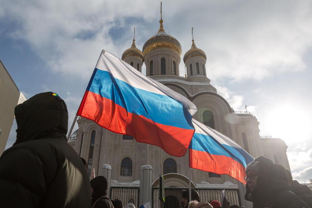Более пяти тысяч человек приняли участие в московском шествии в память Бориса Немцова, среди них — ключевые фигуры российской оппозиции