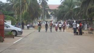 Dans une rue de Grand-Bassam, en Côte d'Ivoire (photo d'archives).