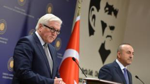 Министр иностранных дел Германии Франк-Вальтер Штайнмайер и его турецкий коллега Мевлют Чавушоглу, Анкара, 15 ноября 2016.