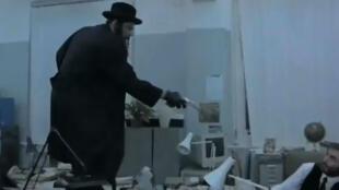"""Captura vídeo do filme """"Snatch"""" inspirado na quadrilha de 3 jovens que assaltavam bijoterias na periferia norte de Paris..  du Val-de-Marne"""