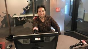 Nicola Son nos estúdios da RFI .Abril 2018